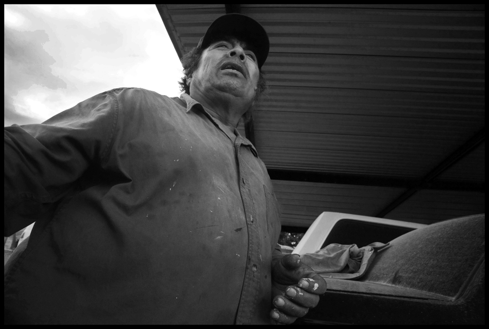 A local farmer declares that the people of the Perote Valley want the hog farms removed to protect the environment and health of the communities there. | Credit: DAVID BACON