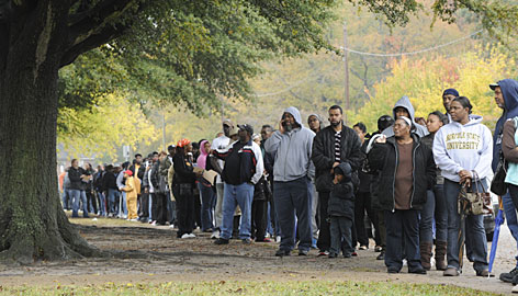 Voters lined up outside a junior high school polling place in Norfolk, Virginia, on Election Day 2008 | Credit: EILEEN BLASS/USA TODAY